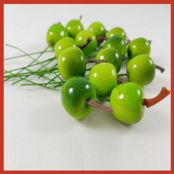 חבילת תפוחים  קטנים על חוט מתכת