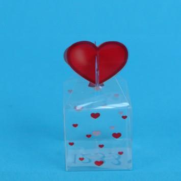 קופסה  שקופה מרובעת  עם סגר לב אדום