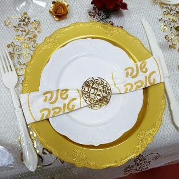 חבק מפית בצבע זהב (שאר המוצרים המוצגים בתמונה הם כדוגמת הגשה בלבד)