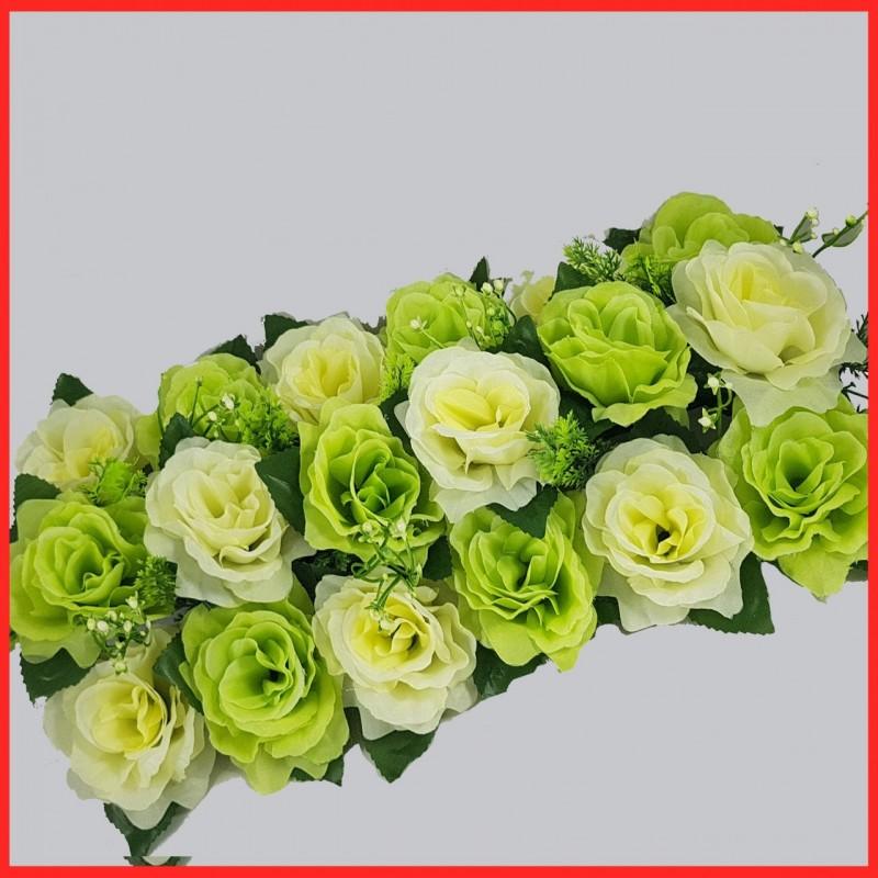 עיצוב מרכז שולחן בפרחים לבנים וירוקים